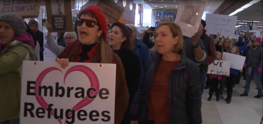 albany-airport-protest_533373