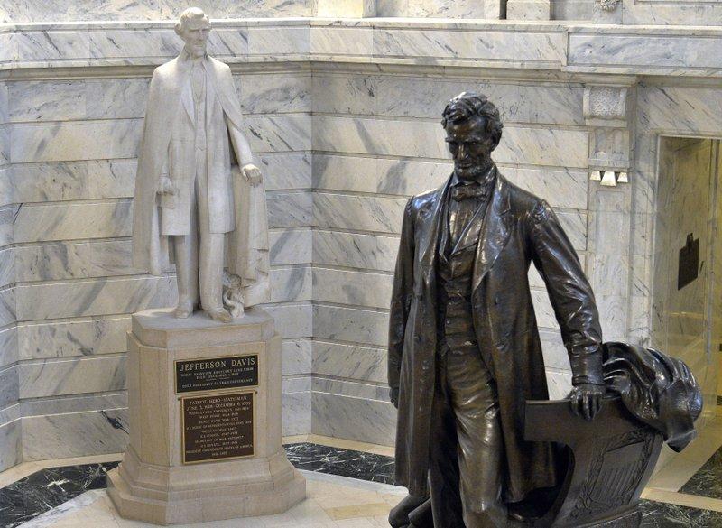 Lincoln and Davis Statues_626887