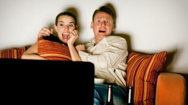 frightened-people-watching-scary-movie-pg-jpg_166390_ver1-0_13866695_ver1-0_640_360_647015