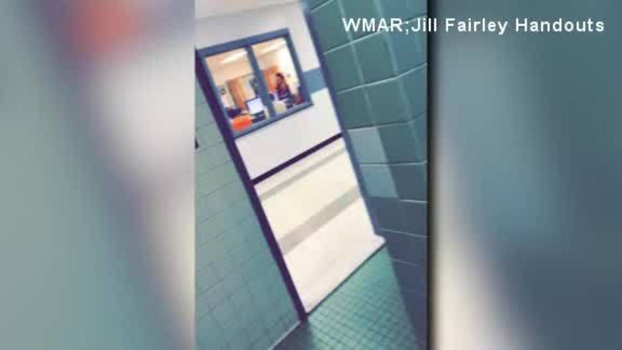 School_removes_bathroom_doors__sparks_co_0_40220493_ver1.0_1280_720_1524246119293.jpg