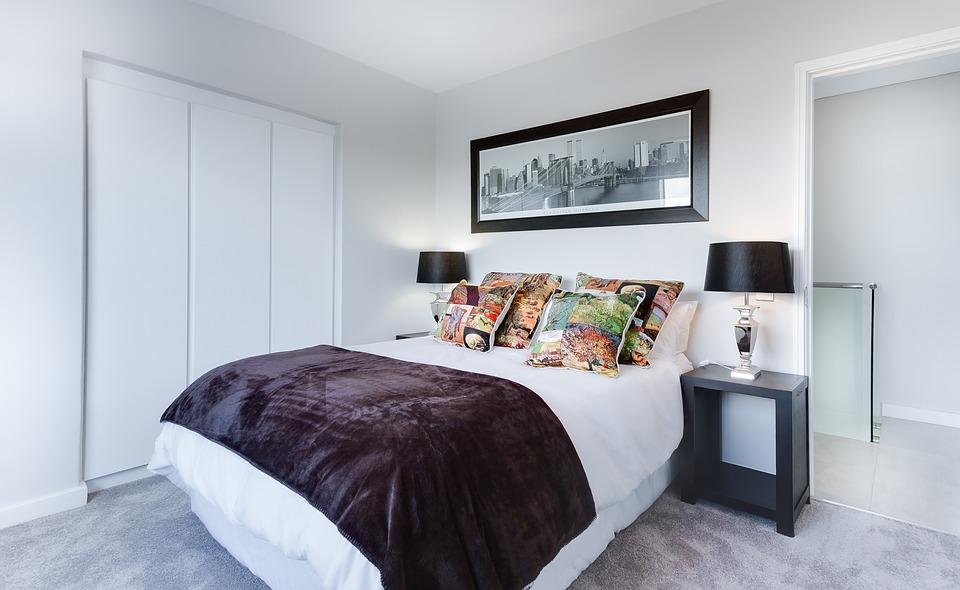 modern-minimalist-bedroom-3100786_960_720_1539277660147.jpg