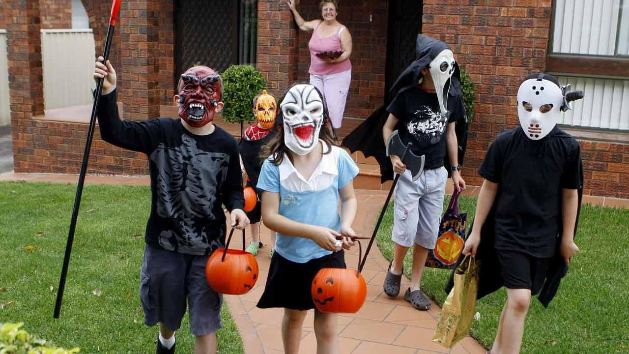 trick or treaters_296568