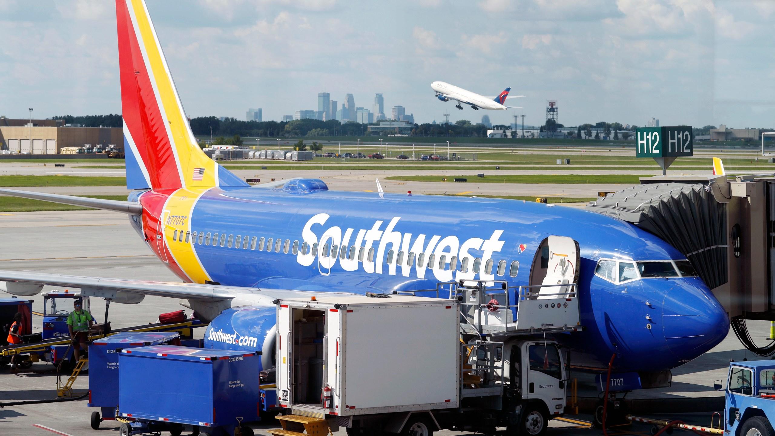 Earns_Southwest_Airlines_17471-159532.jpg91421433