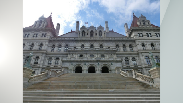 NY won't appeal overturned outside income ban for lawmakers