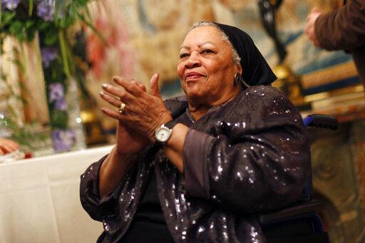 Toni Morrison clapping
