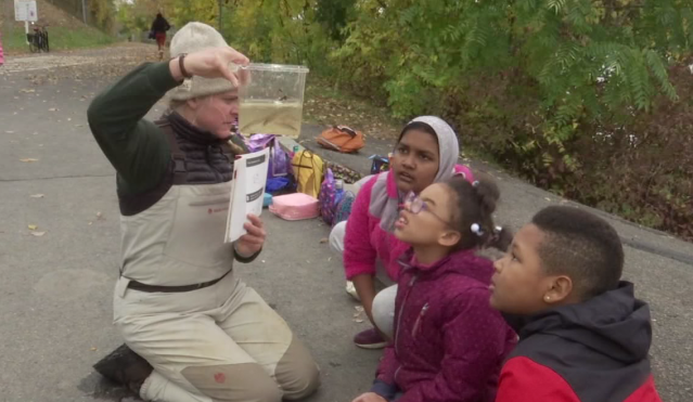 Fourth graders collect data from Hudson River alongside biologists