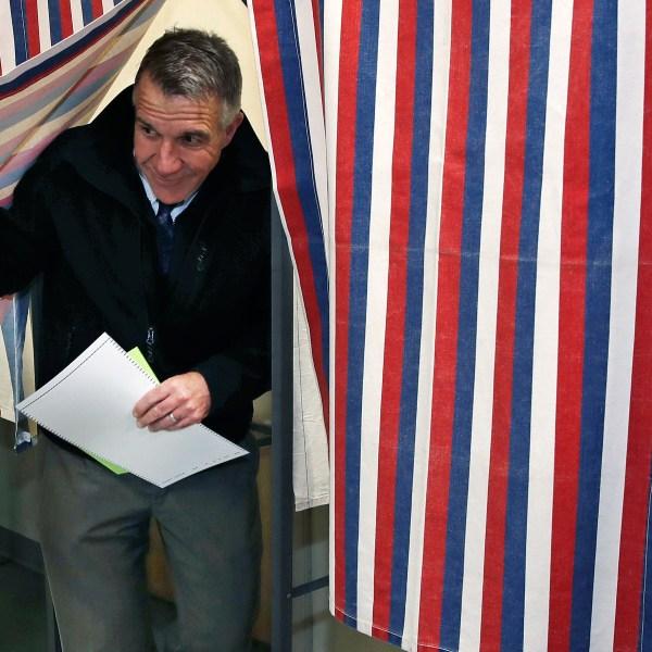 Phil Scott voting
