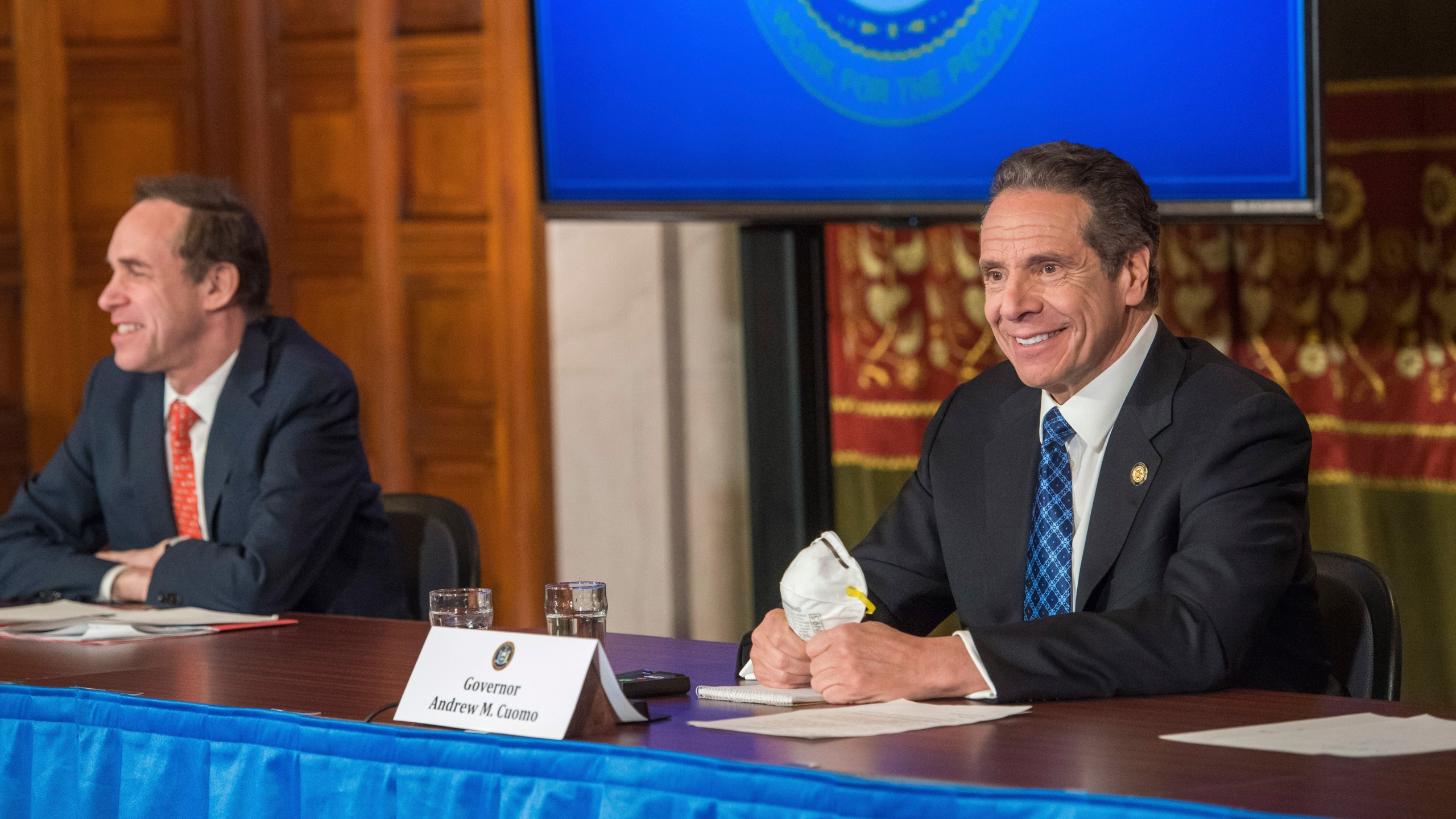 Cuomo with N95 mask