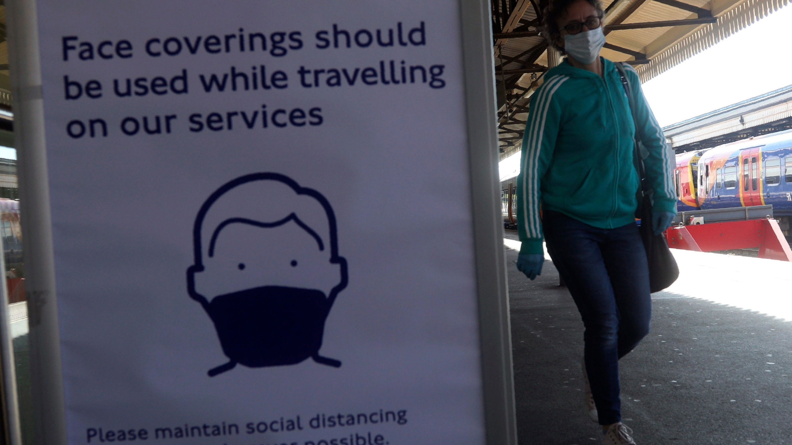 Coronavirus face mask sign in train station