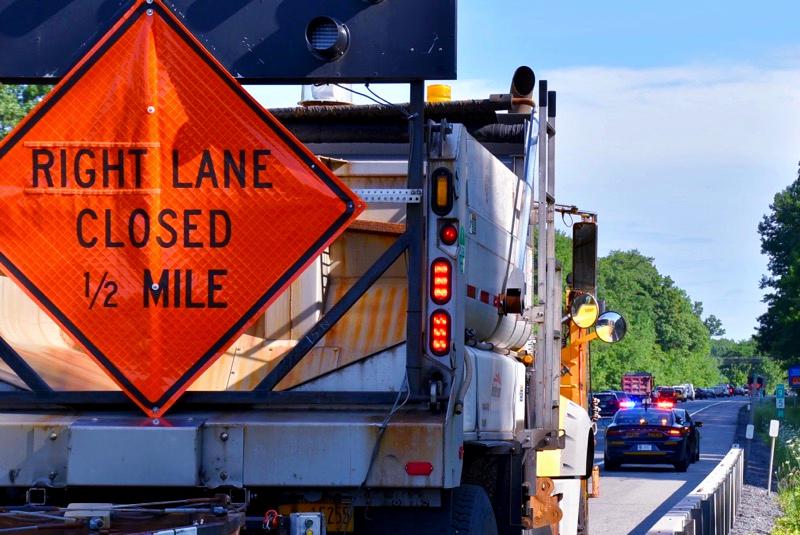 Right lane closed 1/2 mile