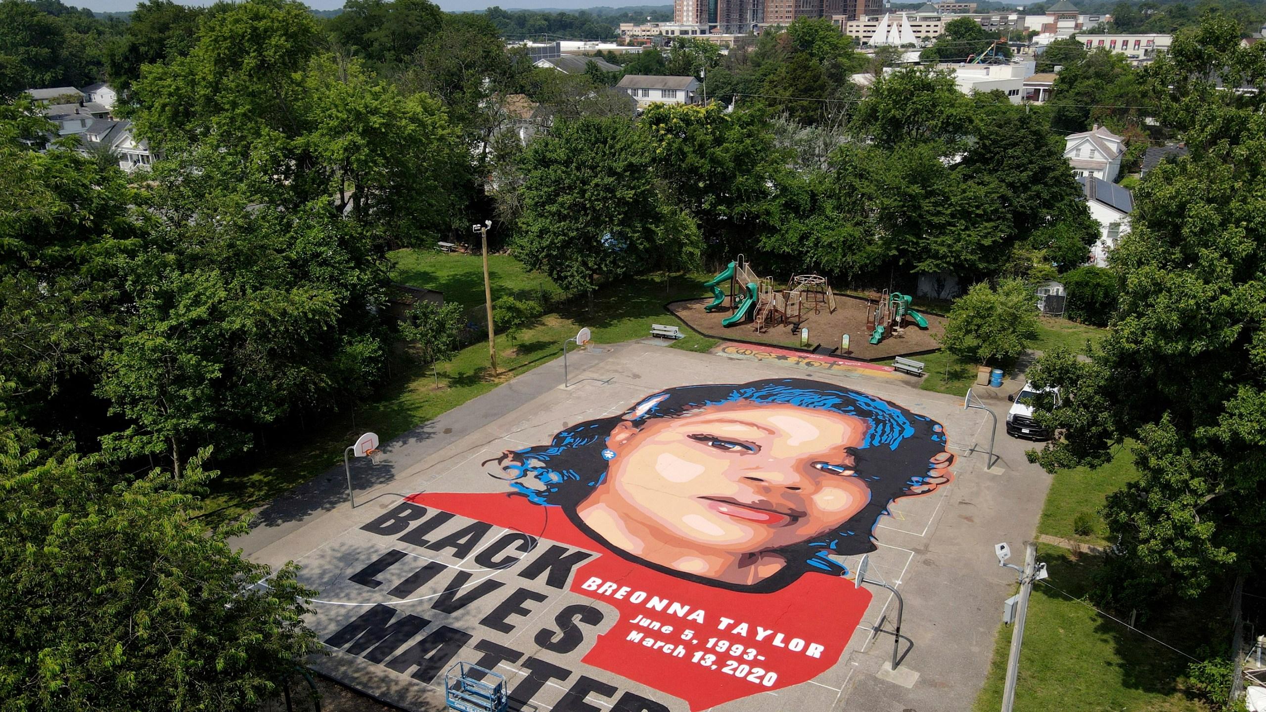 Breonna Taylor BLM mural