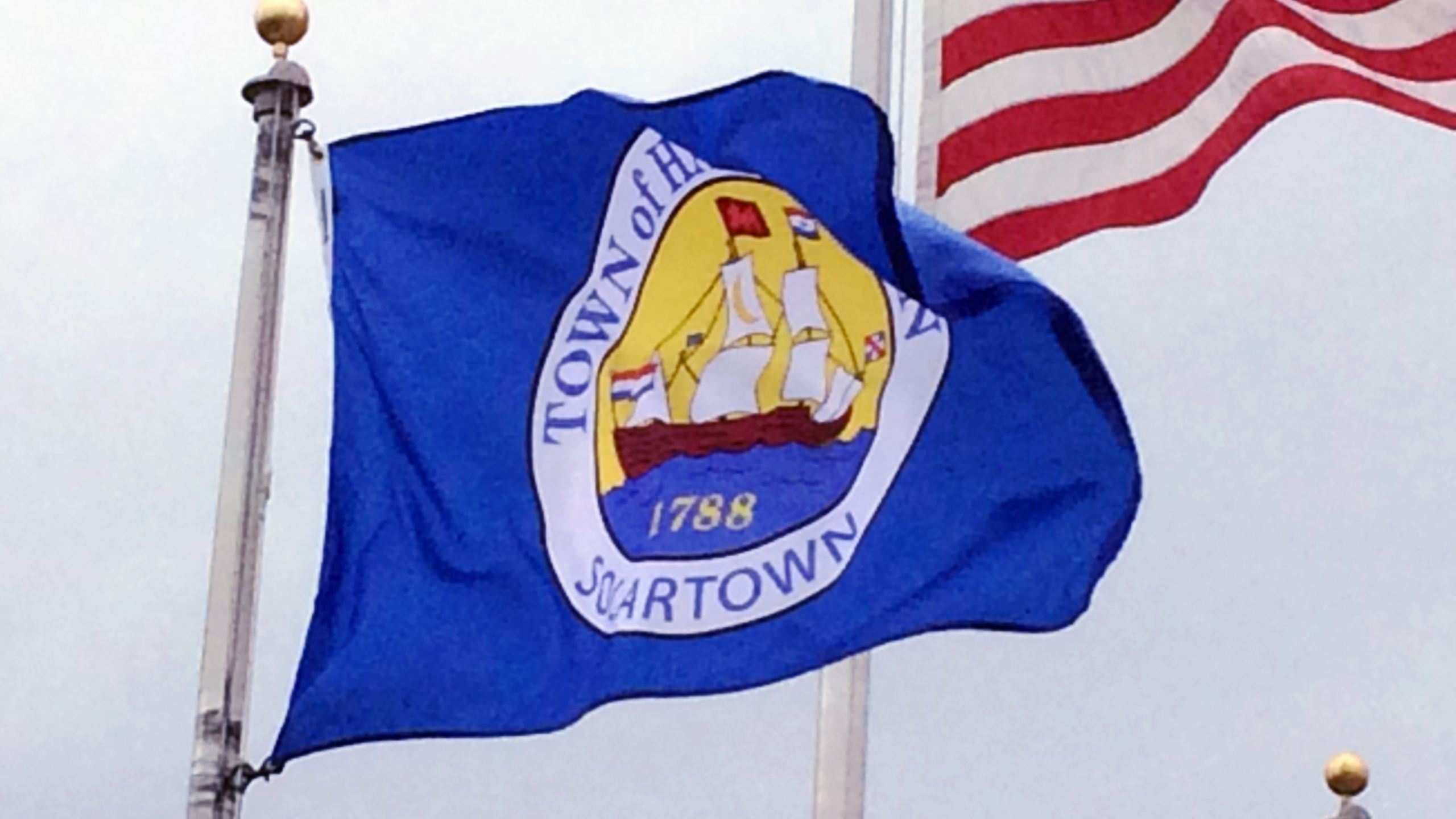 The flag of the Town of Halfmoon