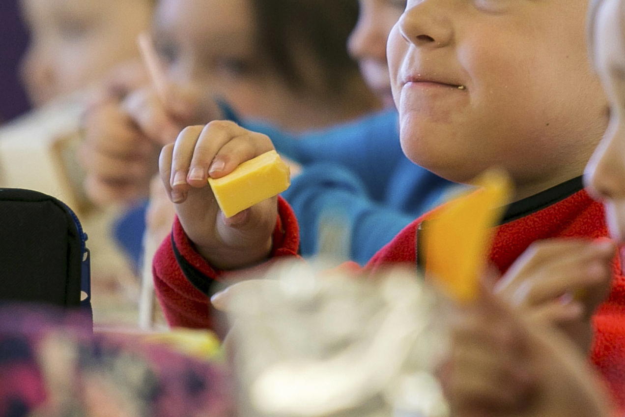 Kids eat lunch at an elementary school in Paducah, Kentucky on Monday, Oct. 29, 2018. (Ellen O'Nan/The Paducah Sun/AP)