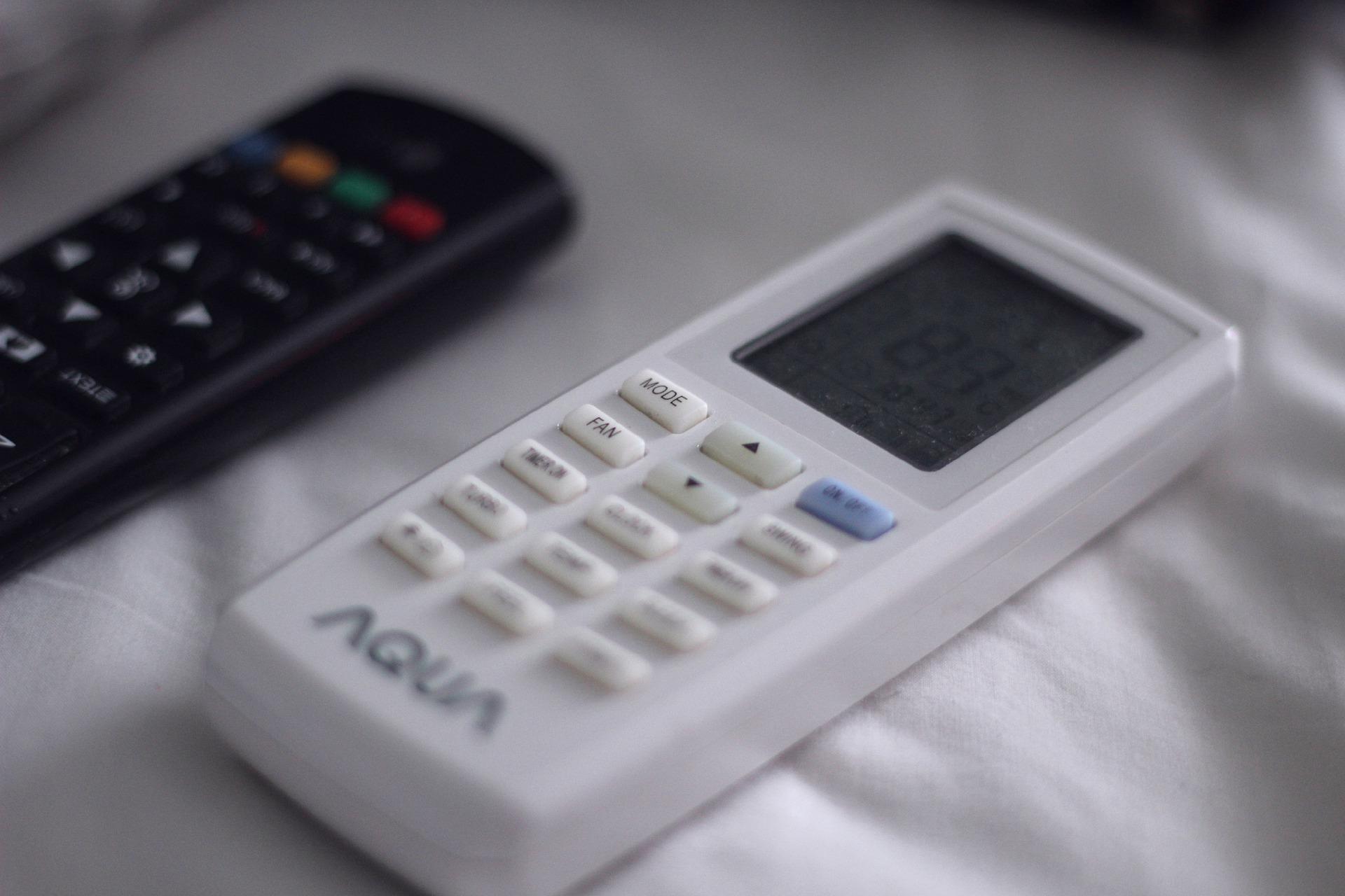 remote-control-4806496_1920
