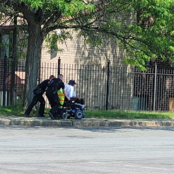 APD officers help stranded man