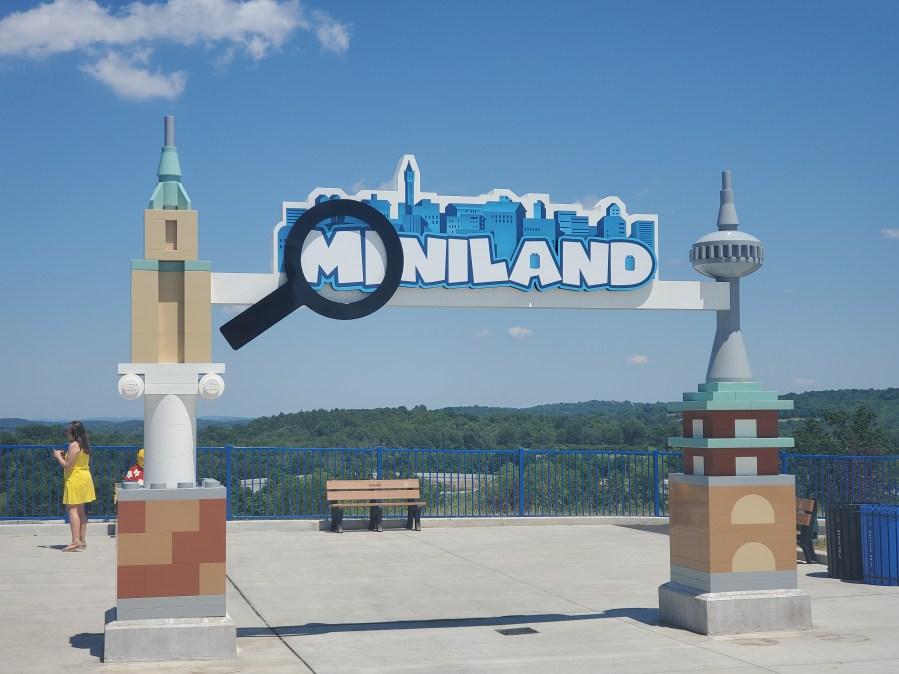 Miniland-Sign-1