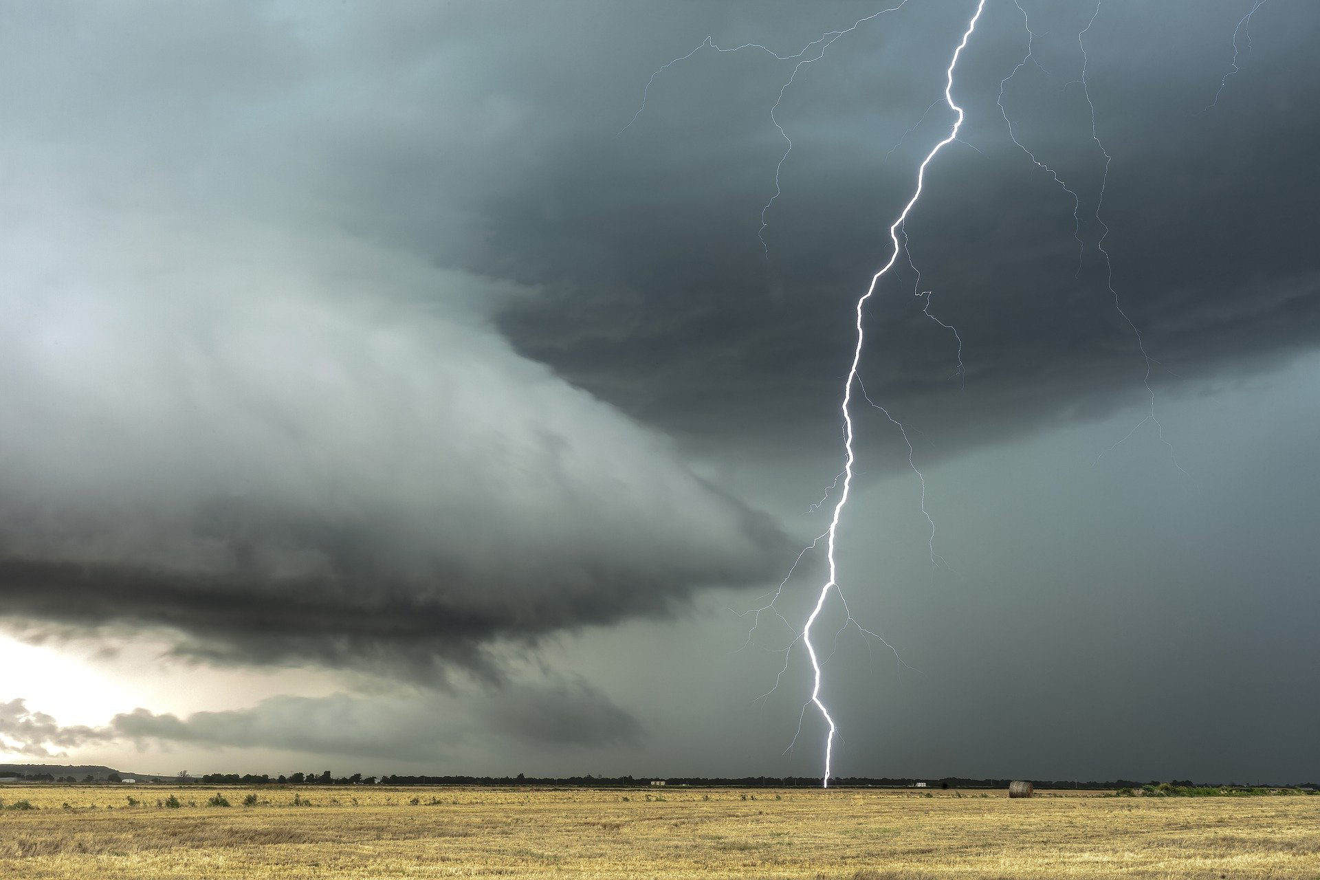 thunderstorm lightning generic
