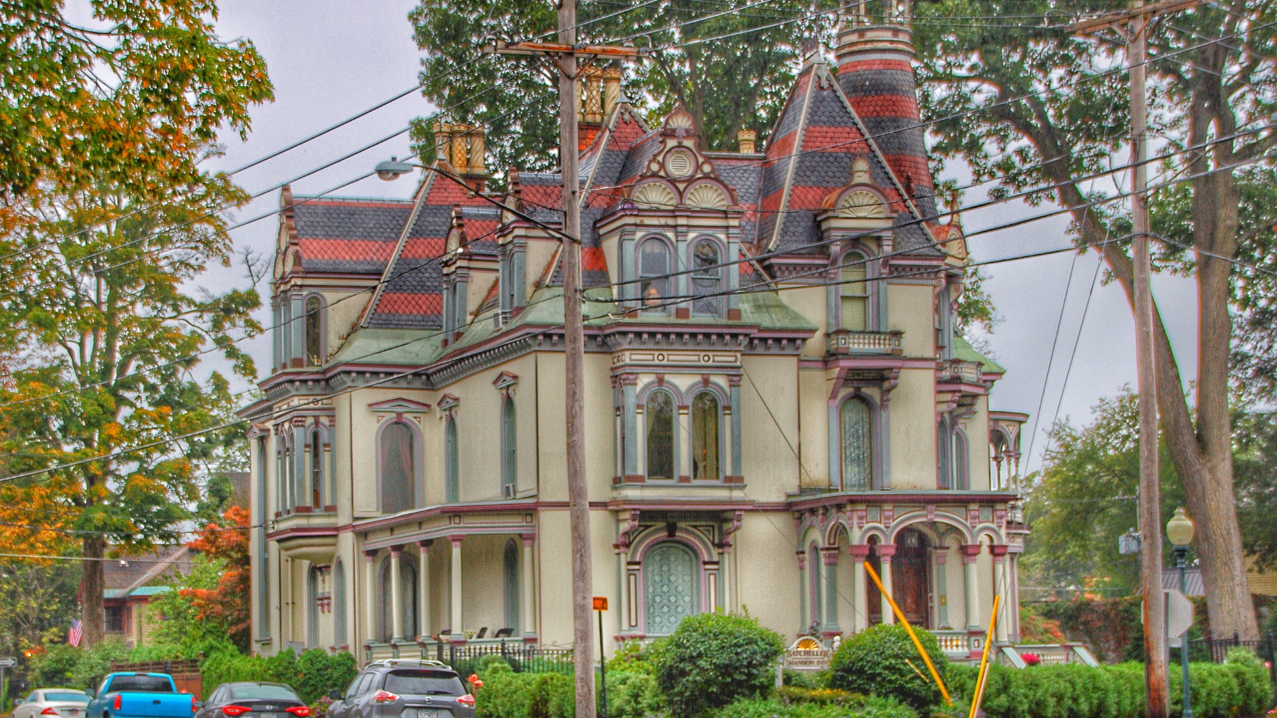 Batcheller Mansion Saratoga Inn, one of the city's landmarks, is an architectural pastiche of High Victorian Eclecticism combining French Renaissance Revival, Italianate and Egyptian influences. It is crowned by a mansard roof and its tower is topped by a minaret. Built in 1873 by George Sherman Batcheller, it sits majestically on the corner of Circular Street and Whitney Place with a commanding vantage of Congress Park. (Onasill~Bill / Flickr / CC BY-NC-SA 2.0)