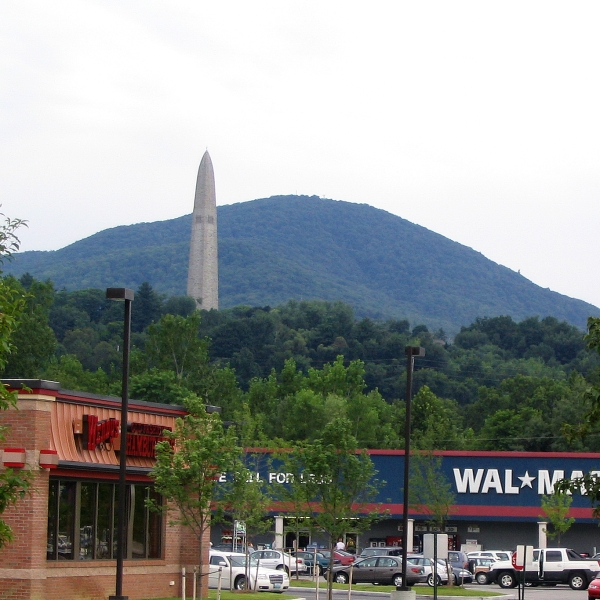Contrast between old and new: the Bennington Battle Monument above modern retailers in 2004. (Ken Lund / Flickr / CC BY-SA 2.0)