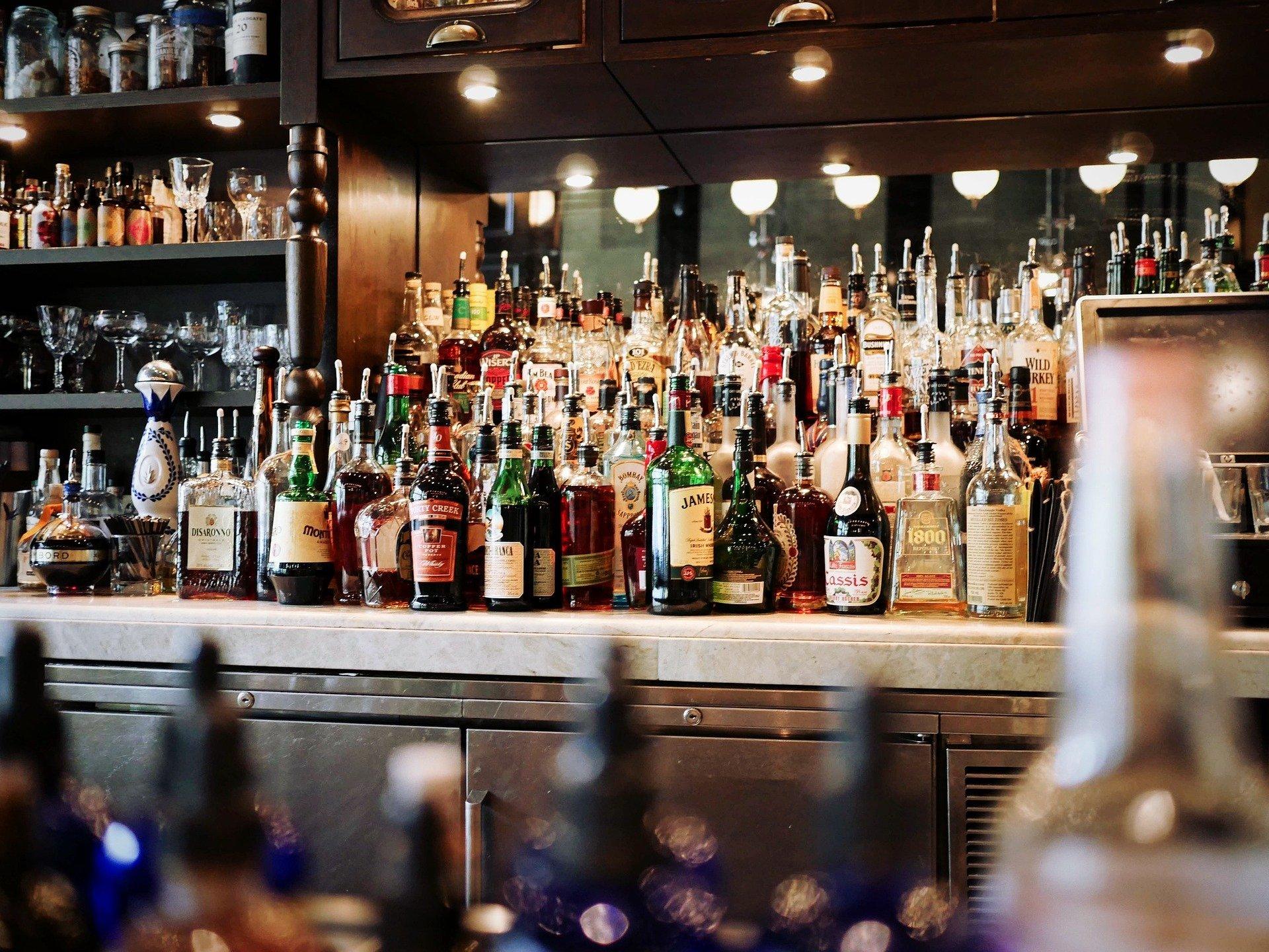 alcoholic-beverages-g9ccc3af3c_1920